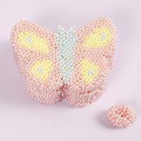 Una caja con forma de mariposa decorada con Pearl Clay