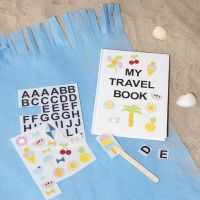 Una libreta decorada con pegatinas rub-on.