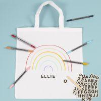Una bolsa de la compra decorada con rotuladores textiles y pegatinas de rascar