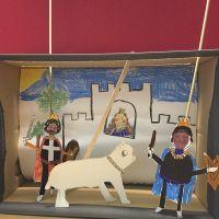 Un teatro de marionetas en una caja de zapatos