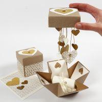 Una explosion box de boda DIY.