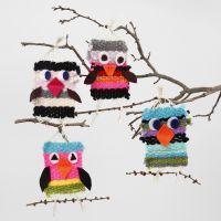 Pájaros tejidos con hilo maxi acrílico con detalles de fieltro.