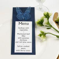 Una carta de menú azul con una mariposa troquelada