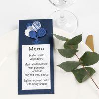 Una carta de menú con globos decorados con Deco Foil.