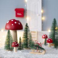 El Elfo tiene un árbol de Navidad frente a su Puerta de de Elfo.