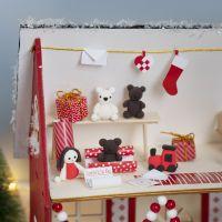 El Elfo está haciendo regalos en la casa de Santa