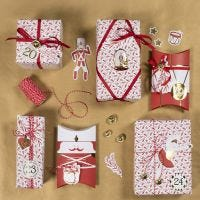 Envoltorio de regalos de Navidad con pegatinas de Cascanueces y figuras troqueladas de cartulina