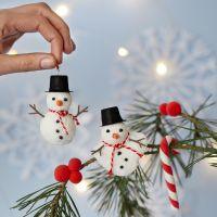 Muñeco de nieve de Foam Clay, un bastón de caramelo y bayas de Silk Clay