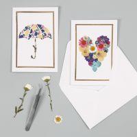Felicitaciones con diseños de flor seca y marco de lámina decorativa.