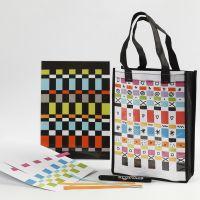 Una bolsa y un mantel individual decorado con tejido de papel
