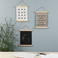 Colgante para pared de papel imitación cuero decorado con una herramienta de pirografía