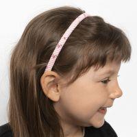 Una cinta para pelo decorada con telas para patchwork.