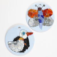Diseños de mosaicos sobre platos de terracota redondos
