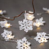 Copos de nieve hecho de ganchillo de hilados de algodón