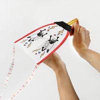 Una cometa de La oveja Shaun decorada con rotuladores textiles