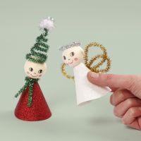 Un duende y un ángel hecho de papel de diseño brillante