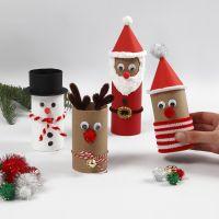 Figuras navideñas de tubos de cartón con decoraciones