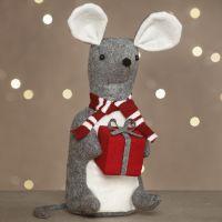Un ratón de Navidad con un regalo