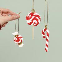 Decoraciones colgantes de caramelos de Navidad hechas de Foam Clay