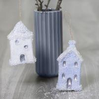 Casas de Navidad colgantes decoradas con base pegajosa y brillo