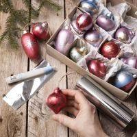 Bolas de Navidad de madera decoradas con pintura Art Metal y deco foil
