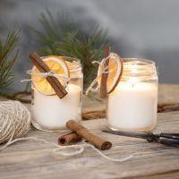 Velas de cera de colza en jarra de mermelada