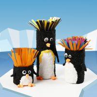 Tubos de cartón decorados como pingüinos