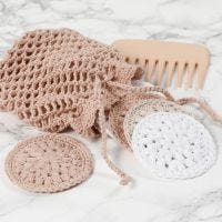 Almohadillas de algodón de ganchillo y una bolsa de lavado de ganchillo