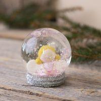 Un globo de nieve con un ángel hecho de Fimo
