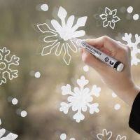 Decoración de ventana copo de nieve con marcadores de tiza