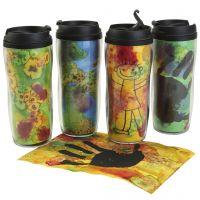 Tazas aisladas personalizadas con decoraciones coloridas